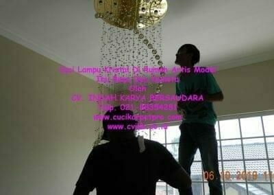 cuci-lampu-kristal-di-rumah-ibu-bona-dea-kometa-17
