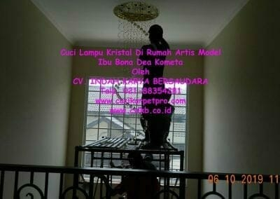 cuci-lampu-kristal-di-rumah-ibu-bona-dea-kometa-19