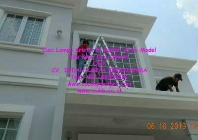 cuci-lampu-kristal-di-rumah-ibu-bona-dea-kometa-25