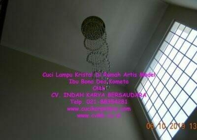 cuci-lampu-kristal-di-rumah-ibu-bona-dea-kometa-29