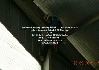 jasa-rope-access-pembersih-sawang-sawang-pabrik-02