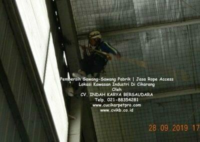 jasa-rope-access-pembersih-sawang-sawang-pabrik-04