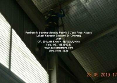 jasa-rope-access-pembersih-sawang-sawang-pabrik-07