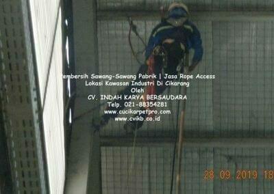 jasa-rope-access-pembersih-sawang-sawang-pabrik-09