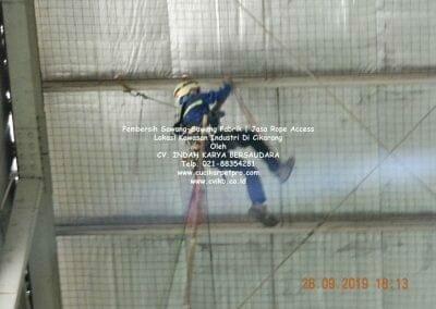 jasa-rope-access-pembersih-sawang-sawang-pabrik-13