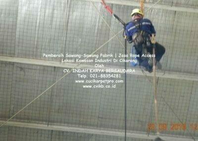 jasa-rope-access-pembersih-sawang-sawang-pabrik-18