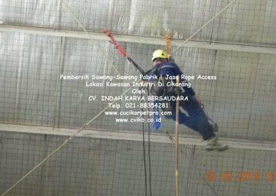 jasa-rope-access-pembersih-sawang-sawang-pabrik-20
