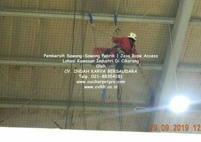 jasa-rope-access-pembersih-sawang-sawang-pabrik-22