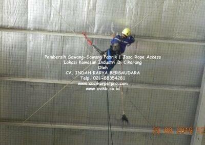 jasa-rope-access-pembersih-sawang-sawang-pabrik-24