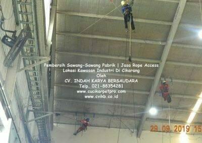 jasa-rope-access-pembersih-sawang-sawang-pabrik-32