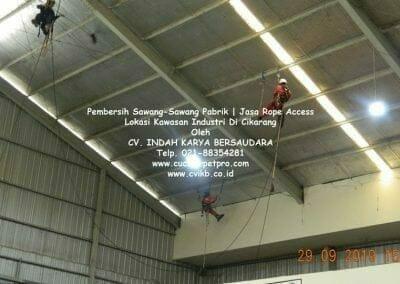jasa-rope-access-pembersih-sawang-sawang-pabrik-38
