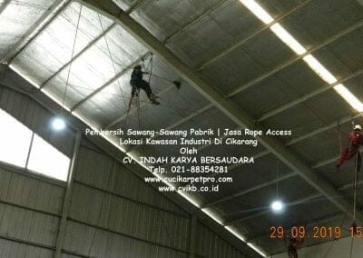 jasa-rope-access-pembersih-sawang-sawang-pabrik-39