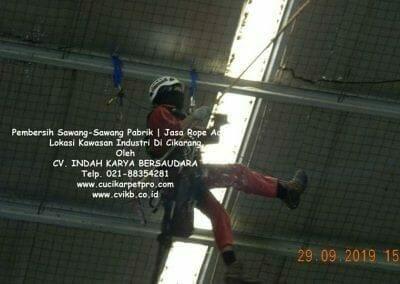 jasa-rope-access-pembersih-sawang-sawang-pabrik-41