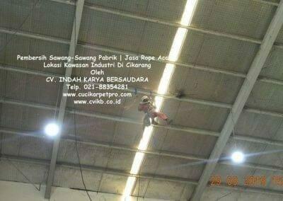 jasa-rope-access-pembersih-sawang-sawang-pabrik-42
