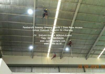 jasa-rope-access-pembersih-sawang-sawang-pabrik-48