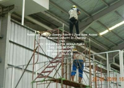 jasa-rope-access-pembersih-sawang-sawang-pabrik-58