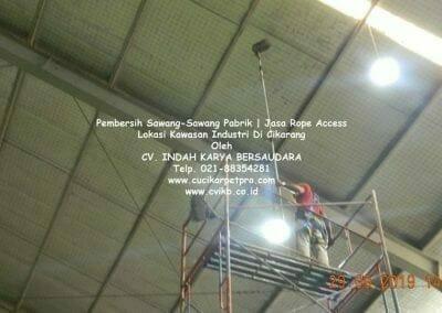 jasa-rope-access-pembersih-sawang-sawang-pabrik-64