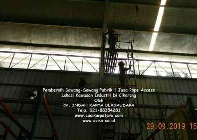 jasa-rope-access-pembersih-sawang-sawang-pabrik-70