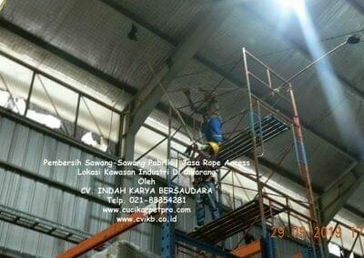 jasa-rope-access-pembersih-sawang-sawang-pabrik-74