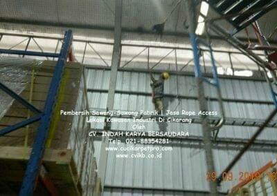 jasa-rope-access-pembersih-sawang-sawang-pabrik-75