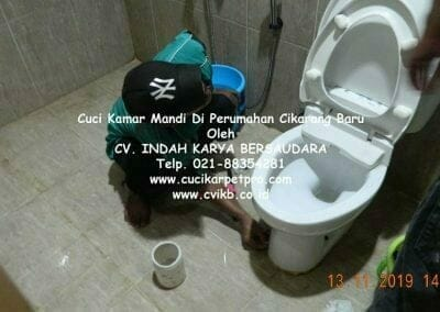 cuci-kamar-mandi-di-perumahan-cikarang-baru-32