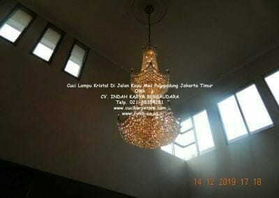 cuci-lampu-kristal-di-pulogadung-01