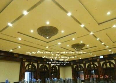 cuci-lampu-kristal-hotel-bidakara-26