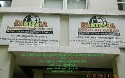 Cuci Lantai dan Cuci Kamar Mandi SD EkklesiA Lippo Cikarang