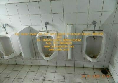 cuci-kamar-mandi-cuci-lantai-di-kawasan-industri-mm2100-04