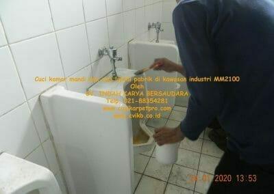 cuci-kamar-mandi-cuci-lantai-di-kawasan-industri-mm2100-10