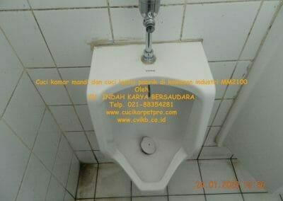 cuci-kamar-mandi-cuci-lantai-di-kawasan-industri-mm2100-11