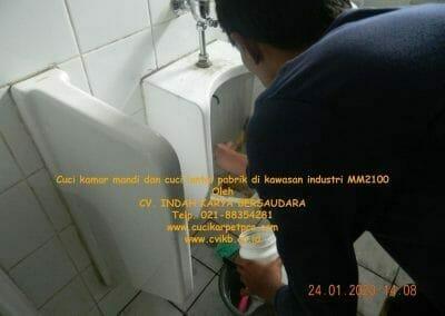cuci-kamar-mandi-cuci-lantai-di-kawasan-industri-mm2100-16
