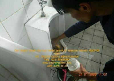 cuci-kamar-mandi-cuci-lantai-di-kawasan-industri-mm2100-17