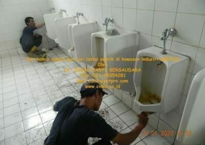 cuci-kamar-mandi-cuci-lantai-di-kawasan-industri-mm2100-22