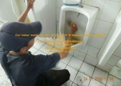 cuci-kamar-mandi-cuci-lantai-di-kawasan-industri-mm2100-25