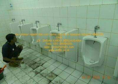 cuci-kamar-mandi-cuci-lantai-di-kawasan-industri-mm2100-26
