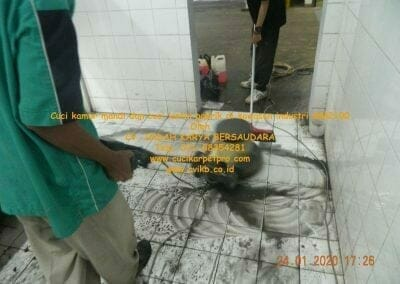 cuci-kamar-mandi-cuci-lantai-di-kawasan-industri-mm2100-27