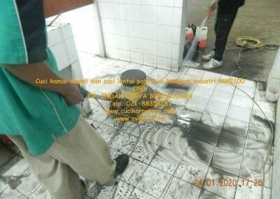 cuci-kamar-mandi-cuci-lantai-di-kawasan-industri-mm2100-28