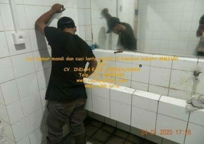cuci-kamar-mandi-cuci-lantai-di-kawasan-industri-mm2100-29