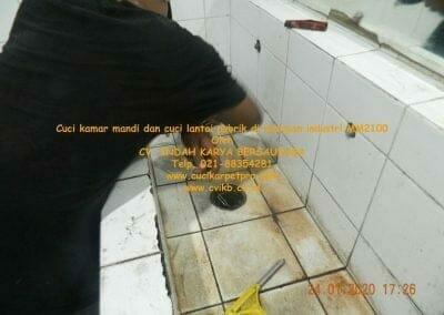 cuci-kamar-mandi-cuci-lantai-di-kawasan-industri-mm2100-31