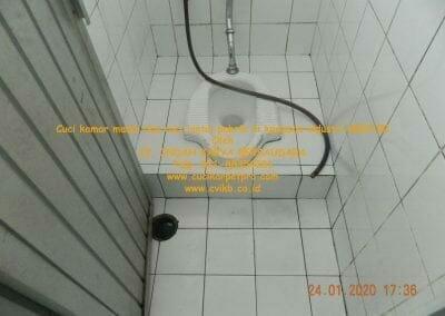 cuci-kamar-mandi-cuci-lantai-di-kawasan-industri-mm2100-34