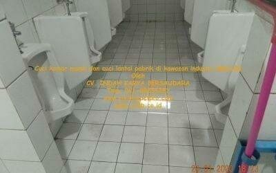 Cuci kamar mandi dan cuci lantai di kawasan industri MM2100