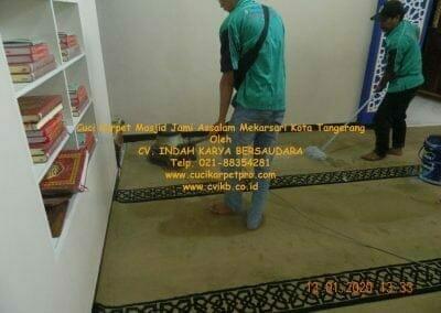 cuci-karpet-masjid-jami-assalam-mekarsari-02