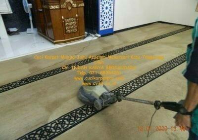 cuci-karpet-masjid-jami-assalam-mekarsari-10