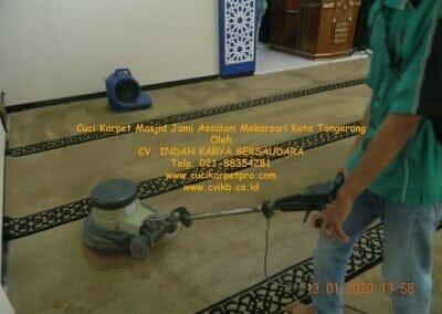 cuci-karpet-masjid-jami-assalam-mekarsari-16
