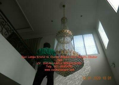 cuci-lampu-kristal-di-kota-wisata-02