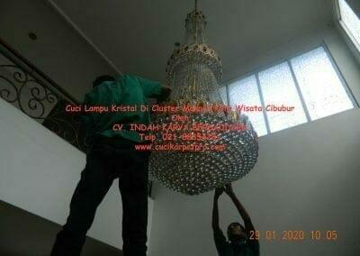 cuci-lampu-kristal-di-kota-wisata-03
