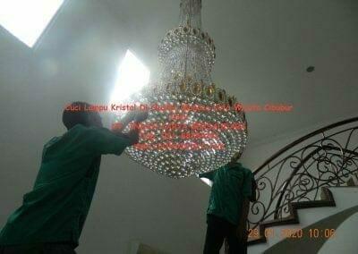 cuci-lampu-kristal-di-kota-wisata-04