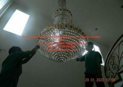 cuci-lampu-kristal-di-kota-wisata-05