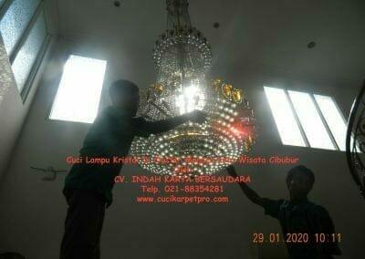 cuci-lampu-kristal-di-kota-wisata-07
